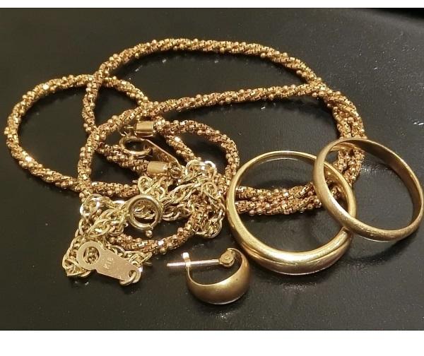 金のネックレス・指輪・ピアス