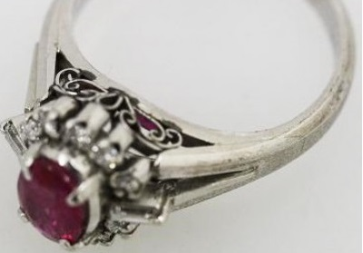 デザインが古すぎて使えない指輪<span  class=