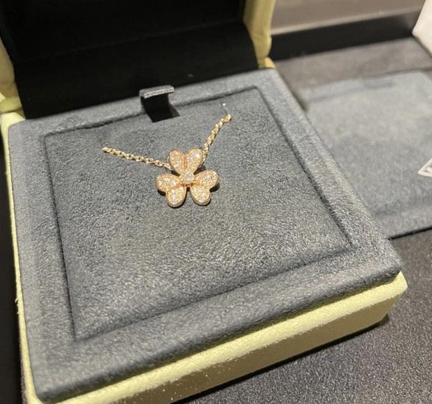 ヴァンクリーフ&アーペル フリヴォル ネックレス ダイヤモンド K18